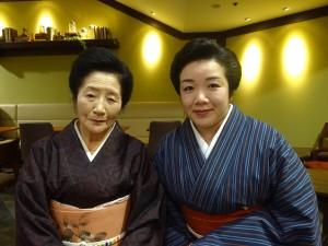 てる子さん(左)と富勇さん