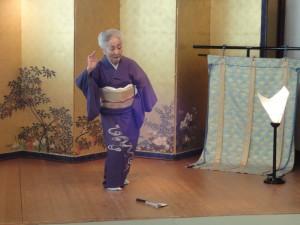 2012年6月 「黒髪」を踊る艶子さん(八王子すゞ香にて)