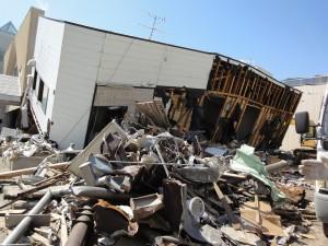 2011年6月、町にはまだ津波の後が生々しく残っていた