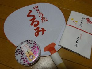 くるみさんお披露目の手拭い、団扇、くるみ糖(京都・老松)
