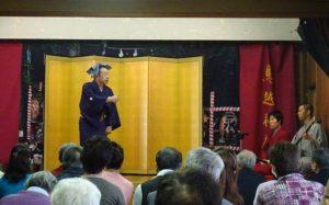 鳥越神社の趣きのある舞台で